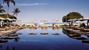 swimming-pool-at-beach
